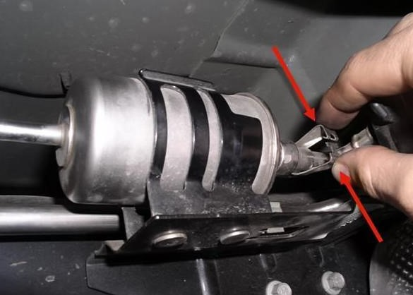 How to Replace the Fuel Filter on a Ford F150?