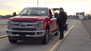 Do Pickup Trucks With Trailers Have to Stop at Weigh Stations?