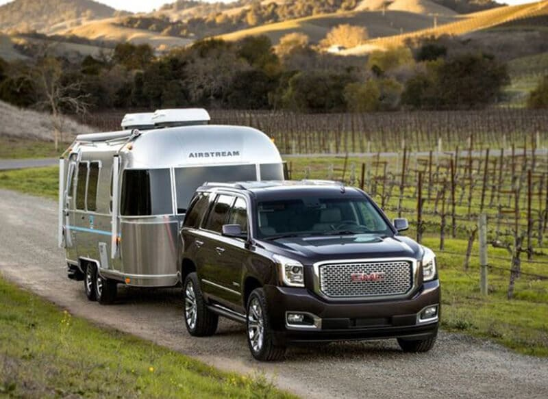 How Do You Hook Up a Trailer to an SUV?